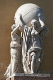 Die Skulptur Seenymphe, tragende Kugel Stockfotografie