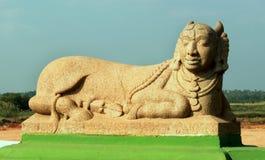 Die Skulptur von kamadenu aufgestellt im großartigen Kallanai lizenzfreie stockbilder