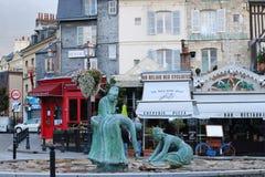 Die Skulptur von MiesmuschelPflückern in Honfleur lizenzfreie stockfotografie