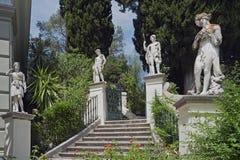 Die Skulpturen im Park von Achilleion in Gastouri, Korfu, Griechenland Lizenzfreie Stockbilder