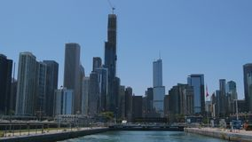 Die Skyline von Chicago-Ansicht vom Michigansee - CHICAGO, VEREINIGTE STAATEN - 11. JUNI 2019 stock video footage