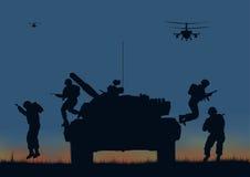 die Soldaten, die gehen anzugreifen und Hubschrauber Lizenzfreies Stockfoto