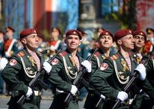 Die Soldaten seiner Abteilung Dzerzhinsky-Truppen des nationalen Schutzes auf der allgemeinen Paradewiederholung im roten Quadrat Stockfoto