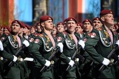 Die Soldaten seiner Abteilung Dzerzhinsky-Truppen des nationalen Schutzes auf der allgemeinen Paradewiederholung im roten Quadrat Lizenzfreie Stockfotos