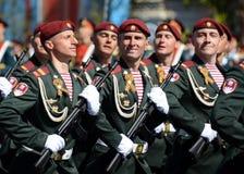 Die Soldaten seiner Abteilung Dzerzhinsky-Truppen des nationalen Schutzes auf der allgemeinen Paradewiederholung im roten Quadrat Stockfotografie