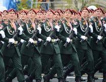 Die Soldaten seiner Abteilung Dzerzhinsky von Truppen des nationalen Schutzes während einer Parade im roten Quadrat zu Ehren Vict Stockfoto