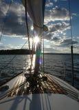 Die Sonne auf dem Mast des Bootes Stockbilder