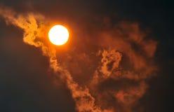 Die Sonne in den Wolken Stockbild