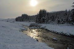 Die Sonne, die auf einer Flussszene scheint Stockbild