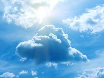 Die Sonne die Himmelwolken Lizenzfreies Stockfoto