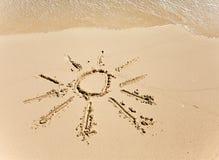 Die Sonne - eine Abbildung auf Sand Stockfotografie