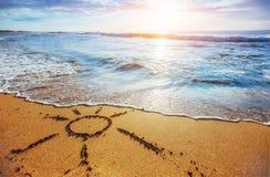 Die Sonne - eine Abbildung auf Sand Lizenzfreies Stockbild