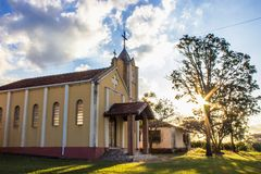 Die Sonne ist die Kirche stockbild