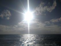 die Sonne in Meer stockbilder