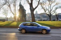 Die Sonne schaut vom Monument von Deak Ferenc in Budapest Buda Lizenzfreies Stockfoto