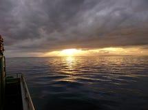 Die Sonne taucht auf Lizenzfreies Stockfoto