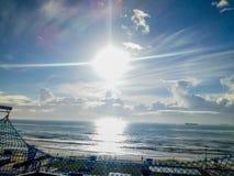 Die Sonne, die uns beleuchtet lizenzfreies stockfoto