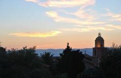 Die Sonnenuntergangdämmerung alter Stadt St Tropez Lizenzfreies Stockfoto