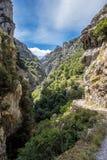 Die Sorgfalt schleppt, Garganta Del cares, in Picos de Europa Mountains, Spanien lizenzfreies stockfoto