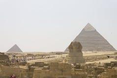 Die Sphinx und die Pyramide von Khafre und von Menkaure Stockfotos