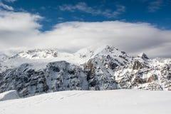 Die Spitze des Berges versteckt in der Wolke Lizenzfreies Stockbild