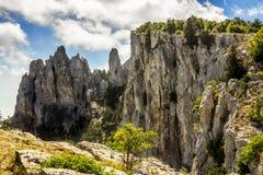 Die Spitze des Bergs Ai-Petri in Krim an einem sonnigen Tag Lizenzfreie Stockfotos