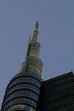 Die Spitze von Unicredit-Turm am Abend Lizenzfreie Stockfotos