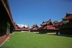 Die spitzen rooves und die Dekorationen des zentralen Palastkomplexes in Mandalay Lizenzfreies Stockfoto