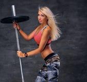 Die sportliche blonde Frau Lizenzfreie Stockfotos