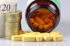 Die ständig steigenden Kosten der Medikation Stockbild