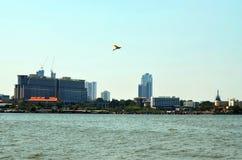 Die ständig wechselnden Pattaya-Skyline, wie von Nongplalai, Thailand gesehen Lizenzfreies Stockbild