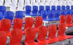 Die Stühle am Stadion. Lizenzfreies Stockfoto