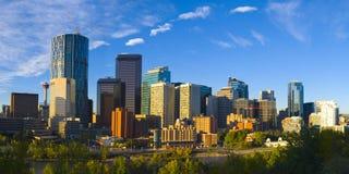Die Stadt der Calgary-Skyline am Sonnenaufgang Lizenzfreie Stockfotos