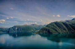 Die Stadt durch die Fjorde Lizenzfreie Stockbilder