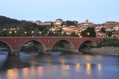 Die Stadt und die Brücke Lizenzfreie Stockbilder