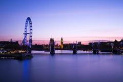 Die Stadt von London mit seinen ausgezeichneten Wolkenkratzern stockfotos
