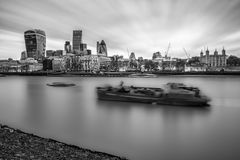 Die Stadt von London mit seinen ausgezeichneten Wolkenkratzern stockbilder