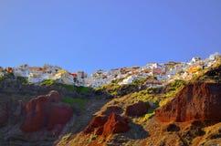 Die Stadt von Oia Santorini auf Felsen Stockbild
