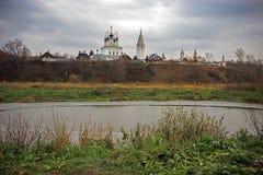 Die Stadt von Suzdal im Oktober lizenzfreies stockbild