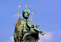 Die Statue auf der Charles-Brücke Lizenzfreie Stockfotos