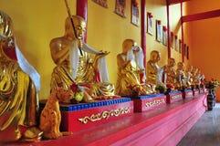 Die Statue in einem buddhistischen Tempel. Stockbild