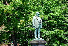 Die Statue eines alten Mannes stockfotografie
