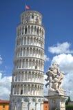 Die Statue von Engeln auf Quadrat von Wundern in Pisa, Italien Stockfotografie