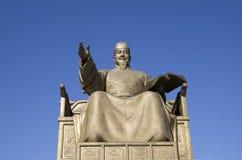 Die Statue von König Sejong von Joseon-Dynastie lizenzfreie stockfotos