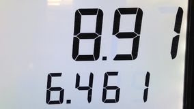 Die steigenden Kosten des Pumpens des Gases Stockfotos