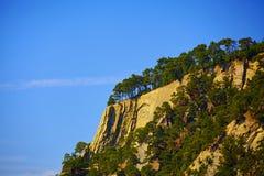 Die Steigung des Berges gegen den Himmel Stockbilder