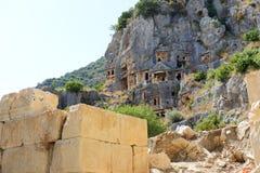 Die stein-geschnittenen Gräber in Myra Lizenzfreie Stockfotos