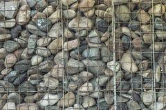 Die Steine mit den Aufschriften und dem Eisengitter Lizenzfreie Stockbilder