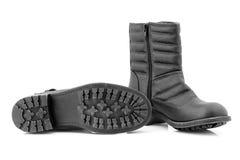 Die Stiefel der Frauen an den kalten Tagen. lizenzfreie stockfotos