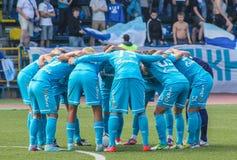 Die Stimmung des Teams vor einem Fußballspiel lizenzfreies stockbild